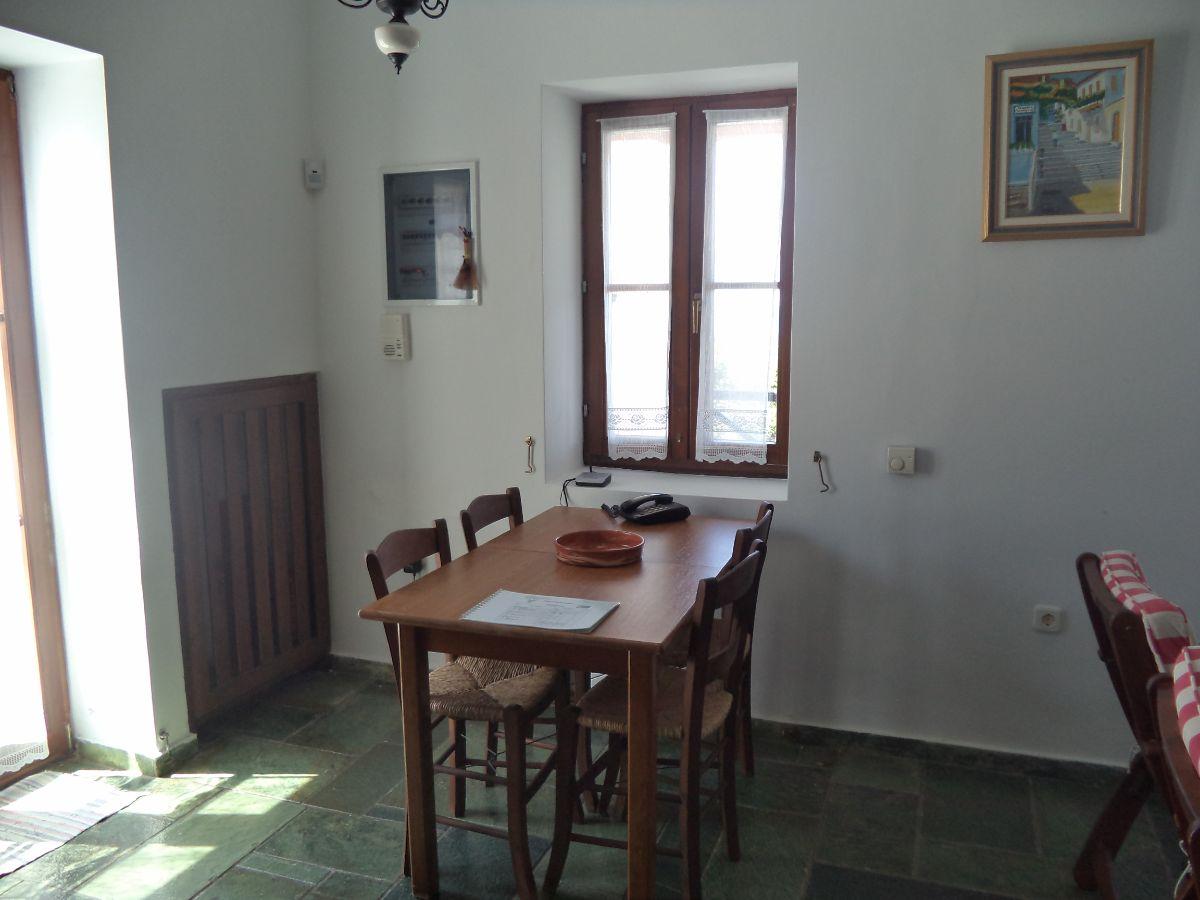 6 Dining area